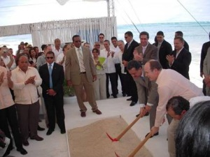 How much did Prince Albert of Monaco and President Leonel Fernandez get for promoting the re-opening of Punta Perla?